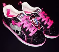 MONSTER HIGH GIRLS Skate Sneaker SHOES NEW Monster High Shoes, Monster High Clothes, High Top Sneakers, Shoes Sneakers, Love Monster, All Grown Up, Great Hairstyles, Skate, To My Daughter