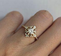素晴らしいアール・デコのモアッサン&ダイヤモンドリング。Charles and…