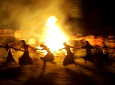 Svätojánska noc (Midsummer night) - - - night of love magic, beautiful traditions and dancing around the fire Beltane, Wicca, Into The Fire, The Secret History, Arte Horror, Summer Solstice, Witchcraft, Mythology, Mystic