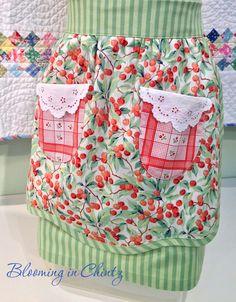 Vintage Style Apron  bloominginchintz.blogspot.com