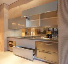 Modern Home Decor Interior Design Modern Kitchen Cabinets, Modern Kitchen Design, Interior Design Kitchen, Interior Decorating, Open Cabinets, Wall Cabinets, Interior Modern, Kitchen Layout, Kitchen Sets