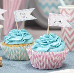 Süße Fähnchen im Chevron Design um Cupcakes, Muffins oder Sandwiches auf einer Party, einem Kindergeburtstag oder einer Babyparty stilvoll zu präsentieren. Die Fähnchen bzw Stecker aus Papier findet ihr bei www.party-princess.de.