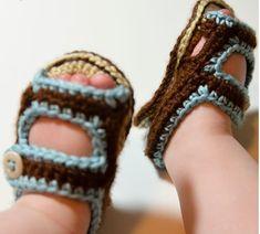 Summer Baby Sandals, de Ashlee Prisbrey. http://www.ravelry.com/patterns/library/summer-baby-sandals
