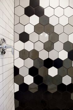 Hexagon tiles prove time and time again to be a great design choice for interior décor. Find out 6 ways to use hexagon mosaic wall and floor tiles in your home!