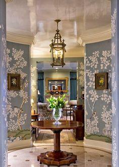 Chinoiserie Chic: The Chinoiserie Foyer Chinoiserie Wallpaper, Chinoiserie Chic, Of Wallpaper, Designer Wallpaper, Interior Design Wallpaper, Gracie Wallpaper, Painted Wallpaper, Beautiful Interiors, Beautiful Homes
