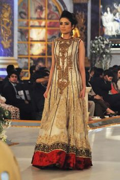 Ammar_Shahid_Collection_at_Pantene_Bridal_Couture_Week_2013_6.jpg (320×480)