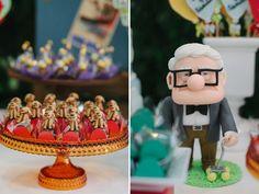 A linda história do filme Up foi a inspiração para a festa de 1 ano do Heitor! Por isso, na decoração não poderiam faltar balões (muitos balões!) e os pers