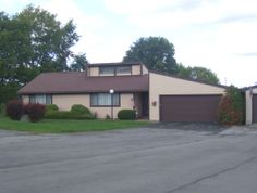 cream colored house at Village Green in Baldwinsville, NY