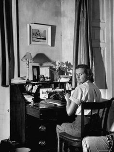 painting box - Daphne Du Maurier, author of REBECCA and other mystery suspense novels, at her desk. Photo from Life Magazine. Harlem Renaissance, Book Writer, Book Authors, Story Writer, Rebecca Daphne Du Maurier, Scott Fitzgerald, Writers Desk, Writers Write, Room Of One's Own