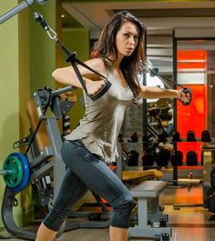 Chest exercises are the best way to lift & reshape your breasts. These exercises work on major chest muscles(pectoralis major & minor). Try these exercises. Chest Workout Women, Best Chest Workout, Chest Workouts, Chest Exercises, Shoulder Exercises, Workout Routines For Women, Workout Plan For Women, Workout Ideas, Squat