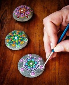 Cool stone painting - wouldn't this be a great way to add color to the yard? - Use larger ones for yard. This size would offer whimsy to a table scape or office desk or in a planter.---PAINTED ROCKS FOR THE FAIRY GARDEN Rock Crafts, Easy Crafts, Diy And Crafts, Arts And Crafts, Kids Crafts, Stone Crafts, Summer Crafts, Crafts For Teens, Creative Crafts