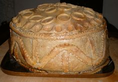 A Tudor Christmas Pie Excerpt: A Tudor Christmas Pie consisted of a Turkey stuffed with a goose - then stuffed with a chicken then stuffed with a partridge and finally stuffed with a pigeon all of this was put in a pastry case, called cheerfully a coffin! Stem Challenge, Medieval Recipes, Queso Fresco, Noel Christmas, Christmas Cookies, Vintage Christmas, Tudor History, Jane Austen, Renaissance Recipe