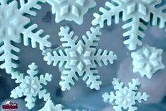 """Voici comment faire de jolis flocons à la menthe de la reine Elsa, du dernier Disney """" La Reine des Neiges ' ou """" Frozen """". Ils permettent de se faire très plaisirs avec des gourmandises dans les tons givrés, bleus et glaciers. ... """" Frozen mi"""
