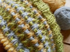 Using up scraps from 3 different balls -- a simple pattern with slipstitches and yif/ yib , knitted hat pattern