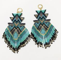"103 mentions J'aime, 1 commentaires - Carmen & Julia Joyas Tejidas (@carmenyjulia) sur Instagram : ""blue-blue 🔹🔵🔹 #theartofmaking #sacred #bauhaus #crafts #statementearrings #weave #handmade…"""