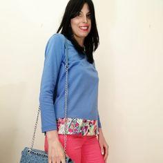 84e5ffcd24ed Maglietta manica lunga color azzurro pervinca con applicazioni