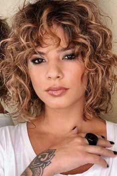 Layered Curly Haircuts, Haircuts For Curly Hair, Curly Hair Cuts, Curly Hair Styles, Thin Hair, Curly Hair Layers, Haircuts For Medium Length Hair Layered, Short Layered Curly Hair, Bob Haircuts