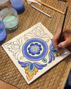 Ceramic Painting, Fabric Painting, Ceramic Art, Pottery Painting Designs, Pottery Designs, Islamic Art Pattern, Pattern Art, Border Embroidery Designs, Art And Craft Videos