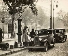 Torino - 1930 - Distributore di benzina Turin Italy, Yesterday And Today, My Town, Gas Station, Back In The Day, Old Pictures, Antique Cars, Nostalgia, The Past