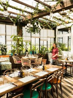 Gravity Home: Pink Mamma in Paris Decoration Restaurant, Deco Restaurant, Outdoor Restaurant, Restaurant Design, Veranda Restaurant, Restaurants In Paris, Nordic Interior, Cafe Interior, Interior Design