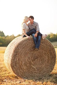 Kentucky Bride Magazine #country #countrythang #countryengagementphoto #countrycouple