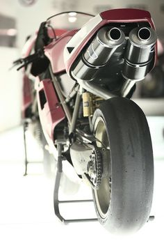 Famous Rear, Slick Pirelli's, open Termis, Mag swing arm, mag wheels. Ohlins springy stuff.