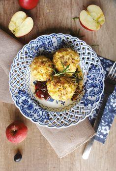 Wohlfühl-Küche: Apfelknödel mit Trauben-Rosmarin-Kompott
