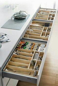 Te recomendamos tener una cocina ordenada para que encuentres los utensilios fácilmente.