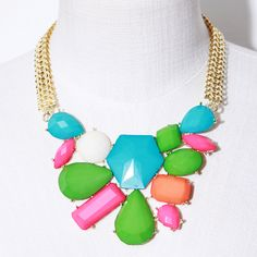 W Chain Bib Pop Necklace in Green // Storets.com // #STORETS #Jewelry #Accessories