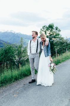 denim jacket for a relaxed and non formal bridal look