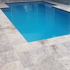 Silver Travertine tumbled unfilled Brushed & Chiselled Edge Pool Tiles and Pavers Swiming Pool, Swimming Pools Backyard, Pool Decks, Pool Landscaping, Pool Pavers, Concrete Pool, Pool Coping, Pool Colors, Pool Landscape Design
