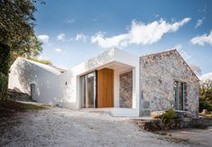 phyd arquitectura connects stone ruins to create contemporary house in portugal Contemporary Architecture, Architecture Design, Contemporary Houses, David Chipperfield Architects, Good House, Stone Houses, Modern Exterior, Modern House Design, Construction
