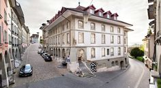 Hotel Stadthaus Burgdorf Located right in the Old Town of Burgdorf, the elegant Hotel Stadthaus is only 300 metres away from Burgdorf Palace and the church. All rooms feature Nespresso coffee machines.