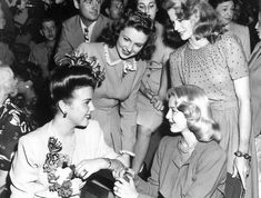 (l To R) Deanna Drubin, Joan Leslie, Lana Turner (seated) & K.t. Stevens During The Millionth Man Ceremony At The Hollywood Canteen