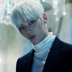 minhyun, rockin' the turtleneck ~ Q In