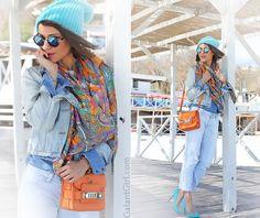 galant_girl Когда меня переполняет непреодолимое желание соединить несоединимое, то есть один трюк в запасе: выбрать в магазине ткань, принт которой соединяет в себе оба цвета. И сделать из него шарф/платок.