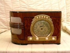 Old Antique Wood Zenith Vintage Tube Radio - Restored Working Art Deco Gold Dial