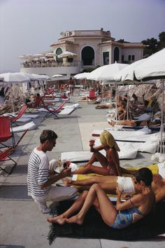 Hotel Du Cap (© Slim Aarons) Holidaymakers at the Hotel du Cap Eden-Roc, Antibes on the French Riviera. 1969.