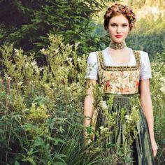 Trachten aus der Früjahr/Sommer Kollektion 2015 von Designerin Lena Hoschek