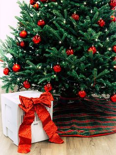 With Christmas around the corner, consider a clean, allergy free, dust free and happy Christmas, with a Venta Airwasher/Humidifier 🎄🎁 Around The Corner, Allergy Free, Humidifier, Preserves, Allergies, Instruments, German, Environment, Christmas Tree