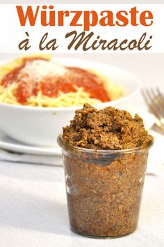 Würz-Paste à la Miracoli. Simply make Miracoli tomato sauce yourself with this seasoning paste, which is made in stock Easy Cooking, Cooking Time, Cooking Recipes, Bad Gyal, Bad Bunny, Sauce Tomate, How To Cook Pasta, Diy Food, Pasta Recipes