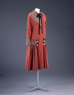 c.1924 Paul Poiret Day Dress: plain weave Fine flecked worsted, trimmed with rayon braid and tassels, machine-stitched and hand-finished. V&A  T.339-1974
