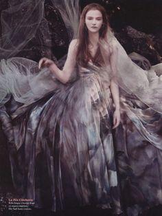 Création: Elie Saab. Romantic dress, fairytale | Robe romantique, conte de fées