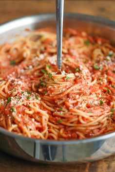 Spaghetti with Tomato Cream Sauce - - Spaghetti with Tomato Cream Sauce Yum! Spaghetti with Tomato Cream Sauce – Jazz up those boring spaghetti nights with this super easy, no-fuss cream sauce made completely from scratch! Vegetarian Recipes, Cooking Recipes, Healthy Recipes, Simple Pasta Recipes, Meatless Pasta Recipes, Damn Delicious Recipes, Sauce Recipes, Tomato Cream Sauces, Pasta With Tomato Cream Sauce