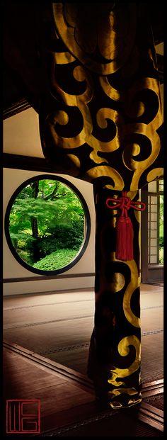 Gold Swirl |Spring Gardens in Kyoto, Japan. S)