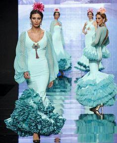 The color. Color Wow, Cute Dresses, Formal Dresses, Spanish Fashion, Blue And White Dress, Ballroom Dress, Fashion Art, Flamenco Dresses, Feminine