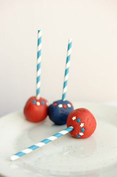 4th of July Cake Pops.  They are so easy to make.  Glitter Frosting and cake Crumbs.  Easiest dessert ever!