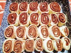 Pihe-puha kakaós és fahéjas csigák | Szilvia Mária Kilecz receptje - Cookpad receptek Yami Yami, Pretzel Bites, Doughnut, Sausage, Good Food, Food And Drink, Menu, Sweets, Bread
