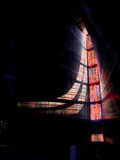 光と音で彩られた神秘的で芸術的なカテドラル。