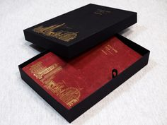 The journal and foil printed box for London Rare makes a bold statement, having been created as an autograph book to be used at an event for noted authors to sign. Custom Made Gift, Autograph Books, Rare London, Print Box, Luxury Packaging, Leather Journal, Gift Bags, Authors, Bespoke